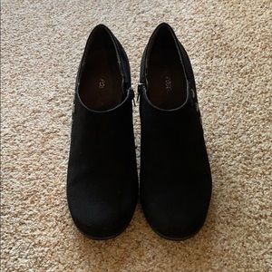 Black suede Aerosoles booties size 9.5 women's